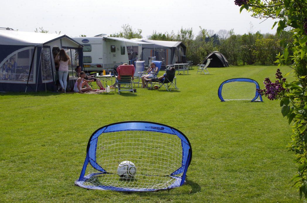 Voetballen op de velden camping